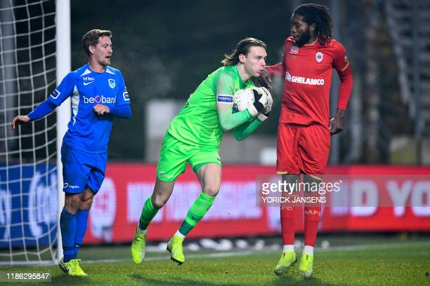 Genk's goalkeeper Maarten Vandevoordt pictured in action during a soccer game between Royal Antwerp FC and KRC Genk Tuesday 03 December 2019 in...