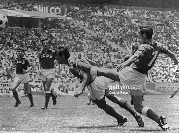 Gennadi Logofet tries to stop Horatio Lopez from heading the ball during Russia vs Mexico at the Azteca Stadium, the opening fixture of the 1970...