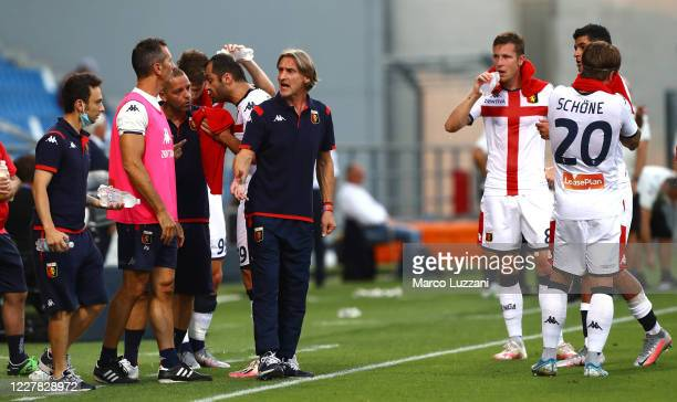 Genoa CFC coach Davide Nicola issues instructions to his players during the Serie A match between US Sassuolo and Genoa CFC at Mapei Stadium - CittÃ...