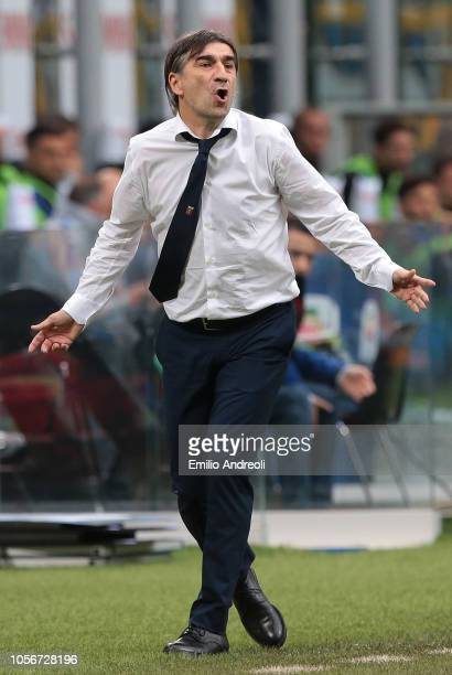 Genoa CFC coach Ivan Juric shouts to his players during the Serie A match between FC Internazionale and Genoa CFC at Stadio Giuseppe Meazza on...
