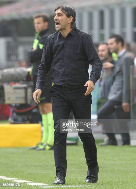 Genoa CFC coach Ivan Juric shouts to his players during the Serie A match between AC Milan and Genoa CFC at Stadio Giuseppe Meazza on October 22 2017...