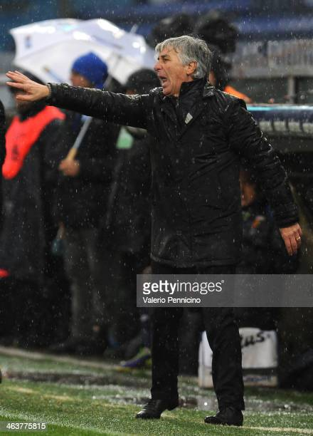 Genoa CFC head coach Gian Piero Gasperini shouts to his players during the Serie A match between Genoa CFC and FC Internazionale Milano at Stadio...