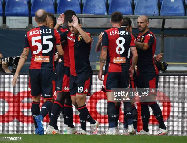Genoa CFC players celebrate after Antonio Sanabria scores his first goal during the Serie A match between Genoa CFC and US Lecce at Stadio Luigi...