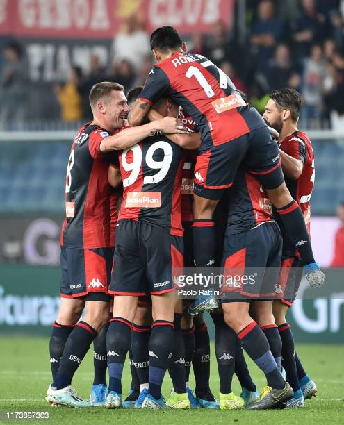 Genoa CFC players celebrate goal Lasse Schone during the Serie A match between Genoa CFC and AC Milan at Stadio Luigi Ferraris on October 5, 2019 in...