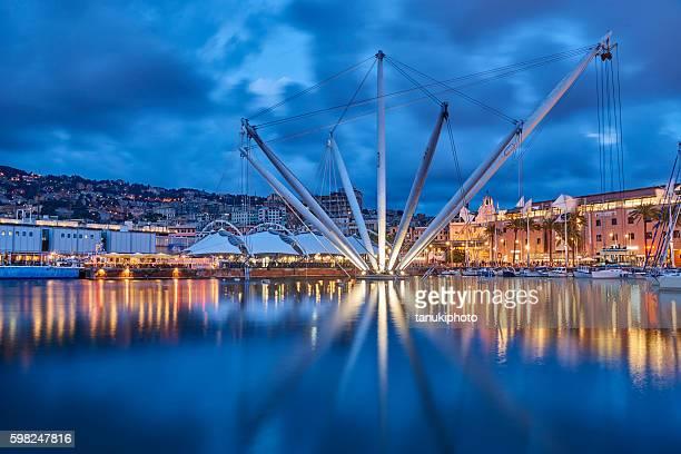 genoa old port - イタリア ジェノヴァ ストックフォトと画像