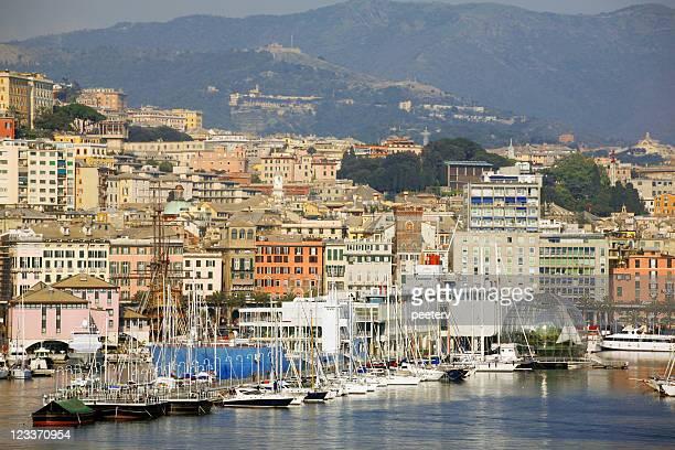 ジェノバの眺めをご覧いただけます。 - イタリア ジェノヴァ ストックフォトと画像