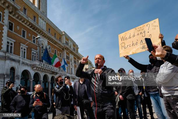 Gentleman from the wedding category, protests on the Lungomare in front of the Puglia Region on the first day in the orange area for lack of support...