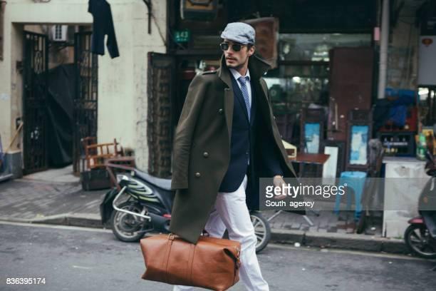 monsieur avec un sac - mannequin homme photos et images de collection