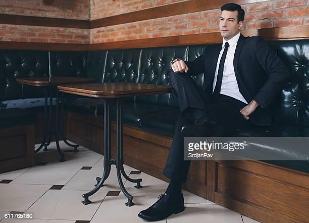 gentleman's attitude - gambe accavallate foto e immagini stock