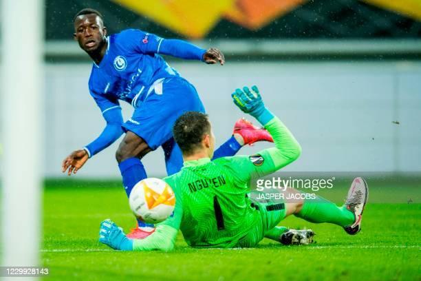 Gent's Osman Bukari aims at goal as Liberec's goalkeeper Filip Nguyen dives during the UEFA Europa League group L football match between KAA Gent and...
