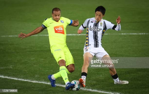 Gent's Vadis Odjidja-Ofoe and Charleroi's Ryota Morioka fight for the ball during a soccer match between Sporting Charleroi and KAA Gent, Sunday 22...