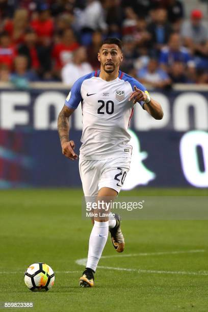 Geoff Cameron of the United States controls the ball against Costa Rica during the FIFA 2018 World Cup Qualifier at Red Bull Arena on September 1...
