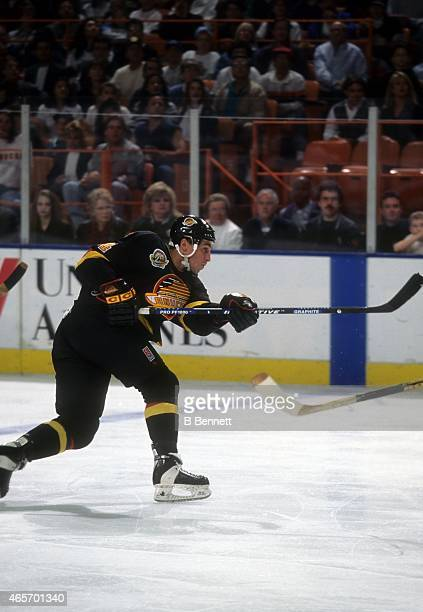 Geoff Courtnall of the Vancouver Canucks shoots during an NHL game against the Los Angeles Kings on February 18 1995 at the Great Western Forum in...