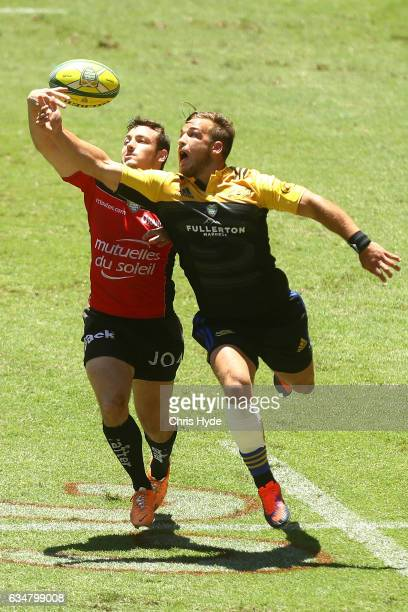 Geoffrey Cazanave of Toulon and Wes Goosen of Hurricanes compete for the ball during the Rugby Global Tens match between Toulon and Hurricanes at...