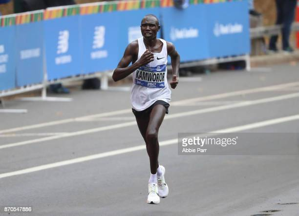 Geoffrey Kamworor of Kenya leads the field of the Professional Men's Division during the 2017 TCS New York City Marathon on November 5 2017 in New...