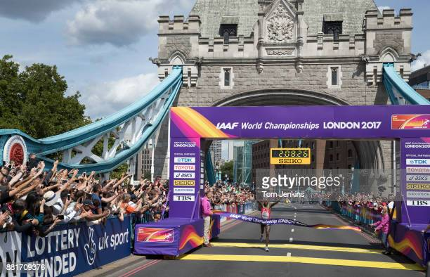 Geoffrey Kirui of Kenya wins in the mens marathon on Tower Bridge during day three of the World Athletics Championships 2017 on August 6th 2017 in...
