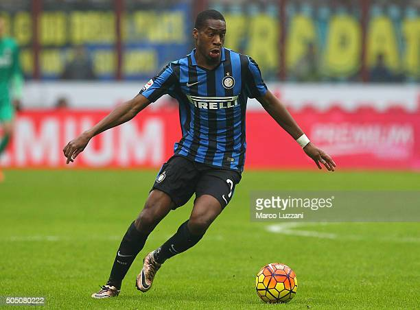 Geoffrey Kondogbia of FC Internazionale Milano in action during the Serie A match between FC Internazionale Milano and US Sassuolo Calcio at Stadio...