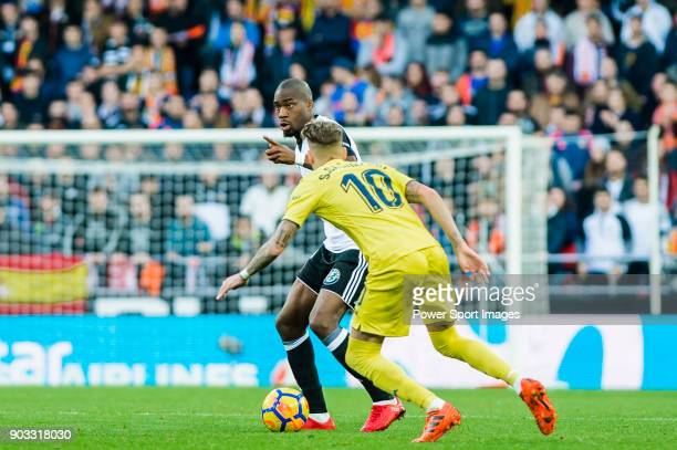 Geoffrey Kondogbia of Valencia CF fights for the ball with Samuel Castillejo Azuaga Samu Castillejo of Villarreal CF during the La Liga 201718 match...