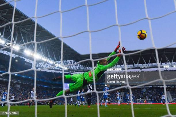 Geoffrey Kondogbia of Valencia CF scores the opening goal during the La Liga match between Espanyol and Valencia at Cornella El Prat stadium on...