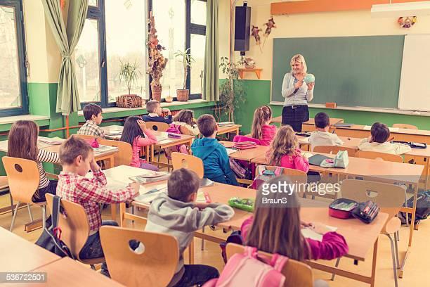 Geographie Lektion im Klassenzimmer.