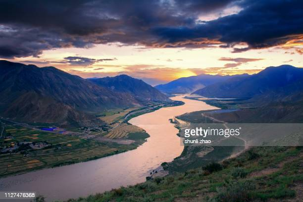 geography of tibet - ecoturismo foto e immagini stock