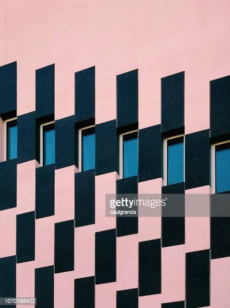 geometric shapes in a building facade - grade padrão - fotografias e filmes do acervo