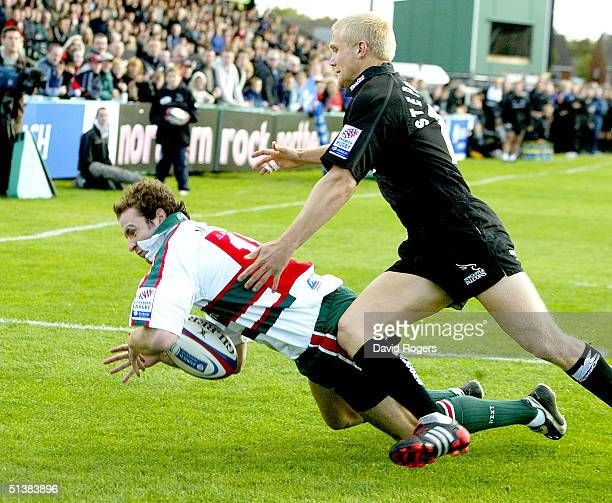 Geordan Murphy, the Leicester wing beats Michael Stephenson to the ball to score a try during the Zurich Premiership match between Newcastle Falcons...