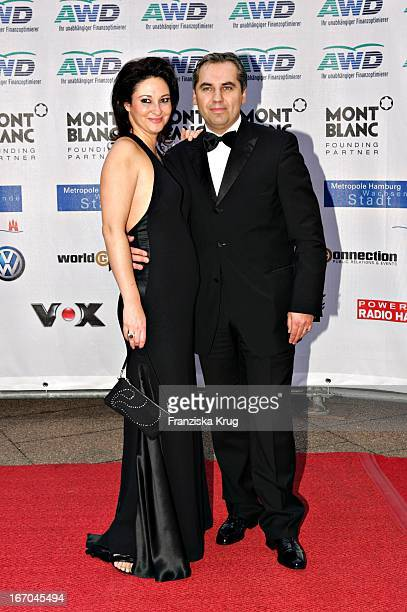 """Georg Kindl Mit Ehefrau Christine Bei Der Ankunft Zu Verleihung Der """"Womens World Awards"""" In Hamburg ."""