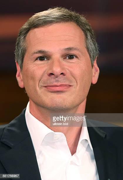 Georg Mascolo in der ARDTalkshow ANNE WILL am in Berlin Thema der Sendung Vertrauen ist gut Spionieren ist besser Geht so deutschamerikanische...