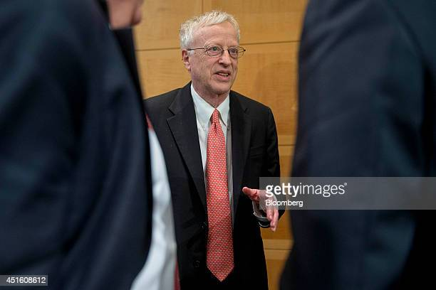 40 george akerlof photos and premium high res pictures getty images 2