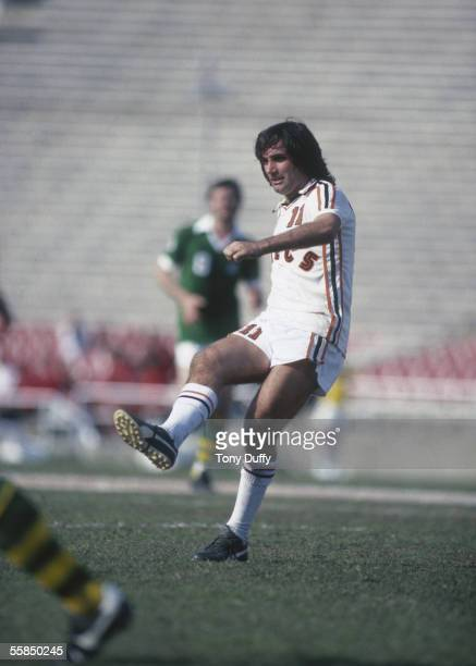 George Best of the LA Aztecs passes the ball during the NASL League match between the New York Cosmos and LA Aztecs held in 1978 in New York, USA.