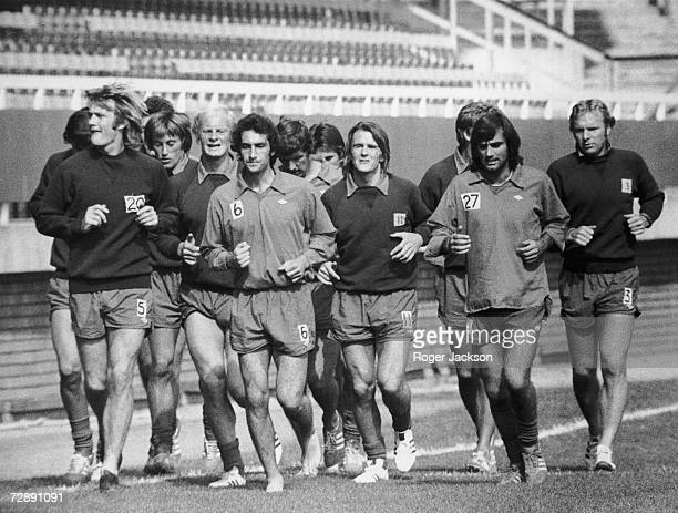 George Best training at Fulham with his new teamates including Bobby Moore right 3rd September 1976 Best who is to be paid 250 per game has yet to...