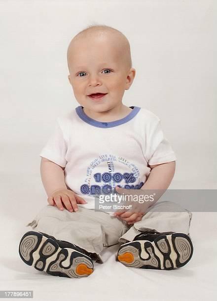 George knapp 10 Monate Sohn von Alexander NefedovSkovitan = Sohn der am 31 Juli 1969 bei einem AutoUnfall verstorbenen Sängerin Alexandra Nefedov...
