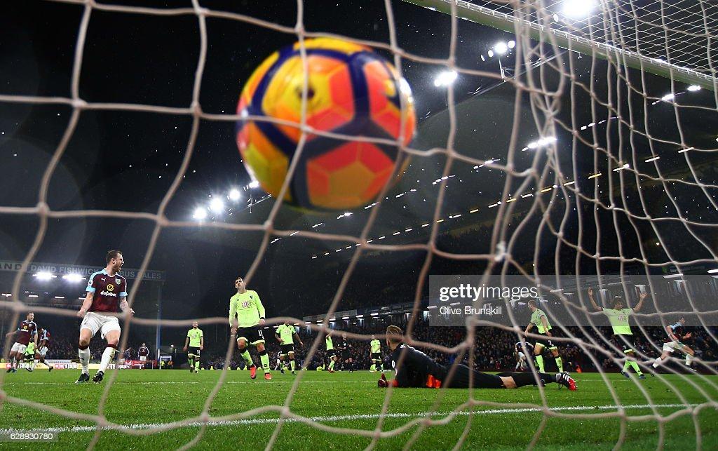 Burnley v AFC Bournemouth - Premier League : News Photo