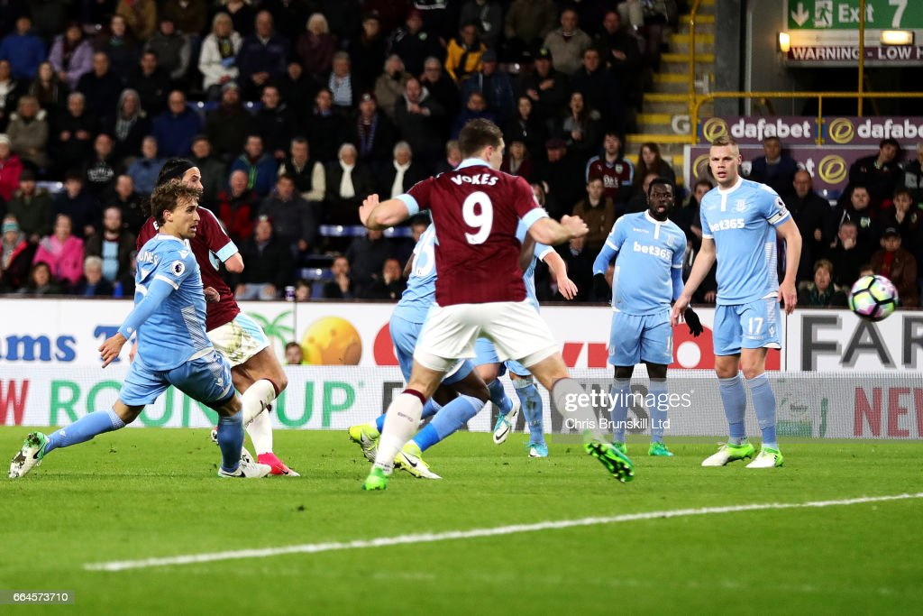 George Boyd of Burnley scores the opening goal during the Premier League match between Burnley and Stoke City at Turf Moor on April 4, 2017 in Burnley, England.