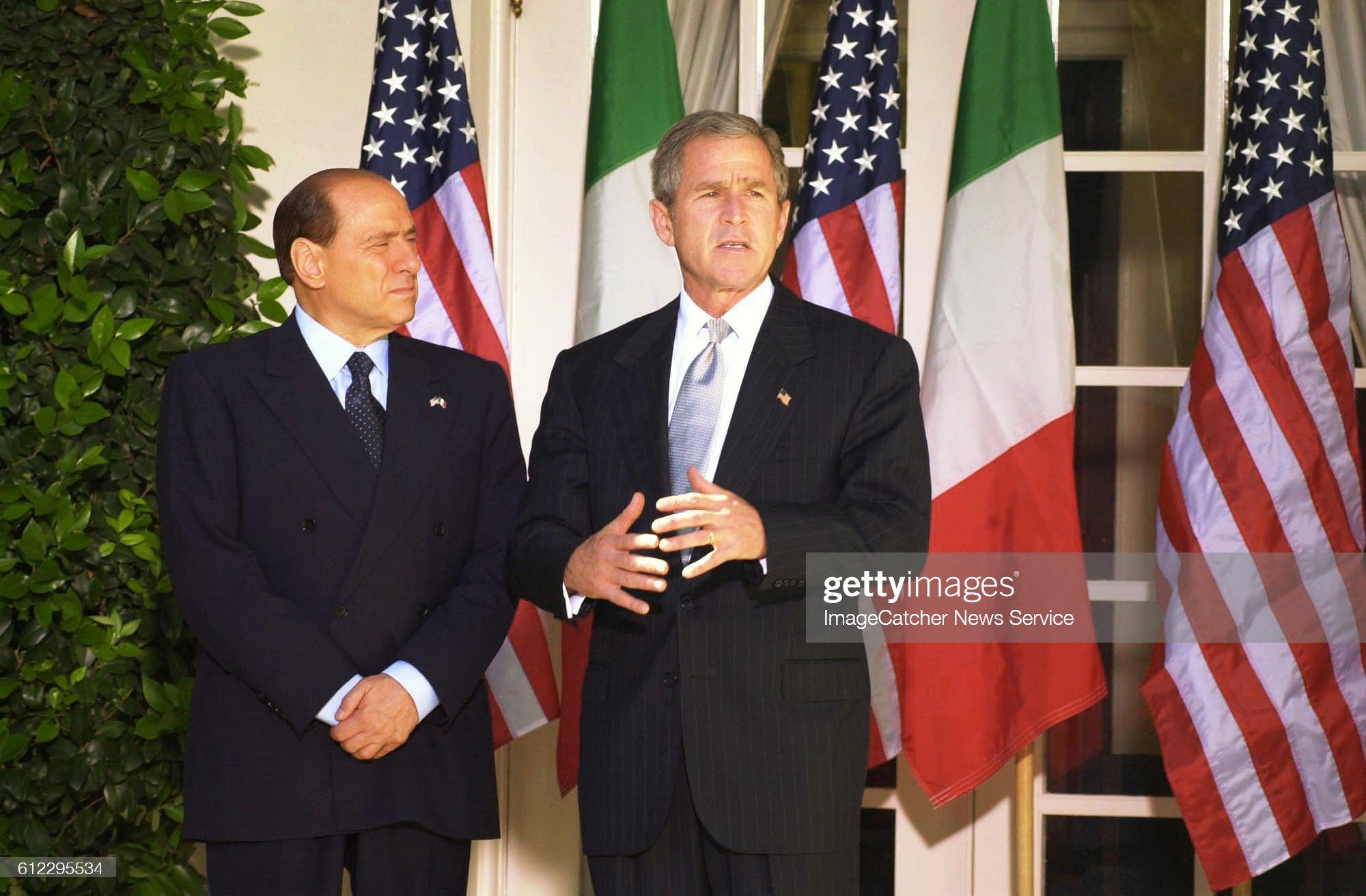 Washington : George Bush reçoit Silvio Berlusconi. : News Photo