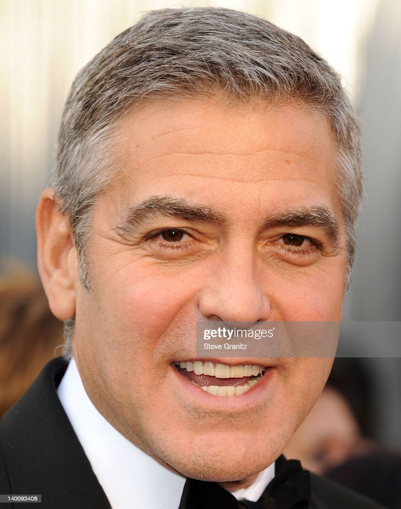 George Clooney arrives at the 84th Annual Academy Awards at Grauman's Chinese Theatre on February 26, 2012 in Hollywood, California.