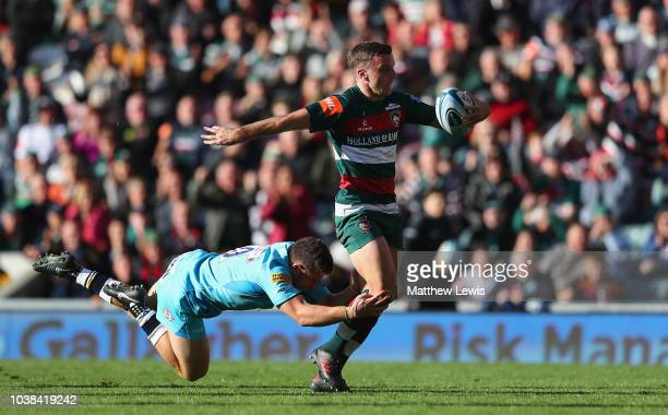 George Ford of Leicester Tigers breaks clear of Duncan Weir of Worcester Warriors to score a try during the Gallagher Premiership Rugby match between...