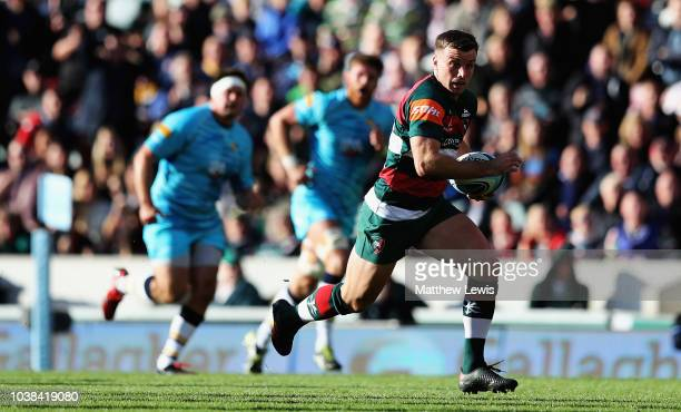 George Ford of Leicester Tigers breaks clear to score a try during the Gallagher Premiership Rugby match between Leicester Tigers and Worcester...