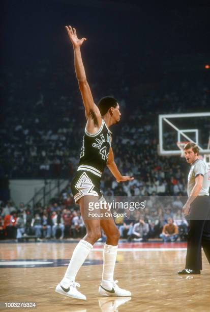 George Gervin of the San Antonio Spurs in action against the Washington Bullets during an NBA basketball game circa 1979 at the Capital Centre in...