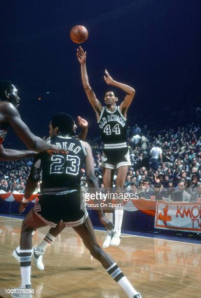 George Gervin of the San Antonio Spurs shoots against the Washington Bullets during an NBA basketball game circa 1978 at the Capital Centre in...