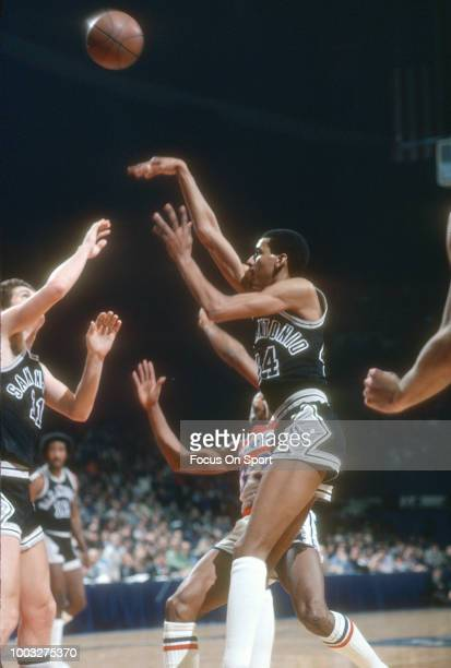 George Gervin of the San Antonio Spurs shoots against the Washington Bullets during an NBA basketball game circa 1980 at the Capital Centre in...