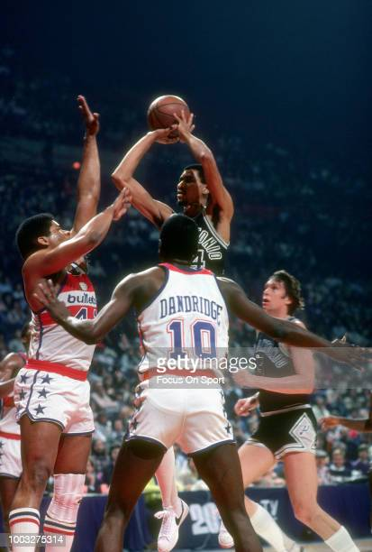 George Gervin of the San Antonio Spurs shoots over Wes Unseld of the Washington Bullets during an NBA basketball game circa 1979 at the Capital...