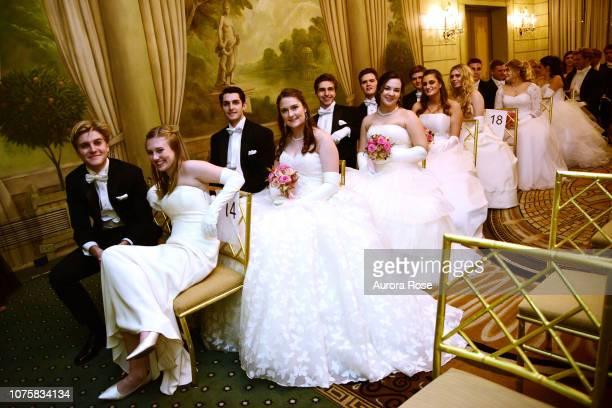 George Grigg, Miss Meredith Olivia Shields, Wesley Munson, Miss Katherine Louise Benham, Nicholas Mendoza and Miss Adelaide Mathilde Escaravage...