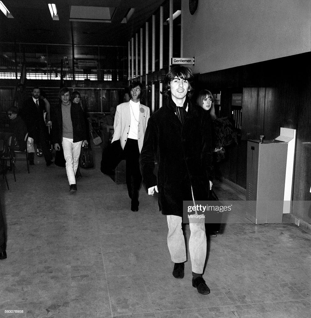 George Harrison In The Airport February 1968 Y01597 001