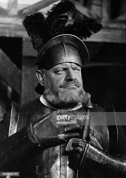 George Heinrich Actor Germany *09101893 as 'Goetz von Berlichingen' by Johann Wolfgang von Goethe at the Schiller Theater Berlin Photographer...