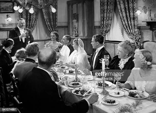 George Heinrich Actor Germany *09101893 Scene from the movie 'Der Biberpelz' with Rotraut Richter Ida Wuest Blandine Ebinger and others Directed by...