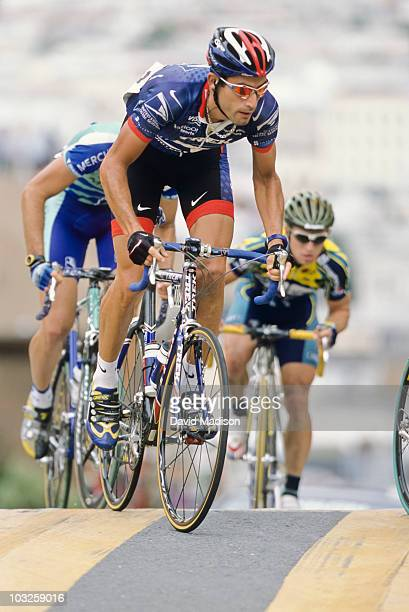 George Hincapie of the US and riding for the US Postal Service team climbs the Taylor Street hill during the 2001 San Francisco Grand Prix cycling...