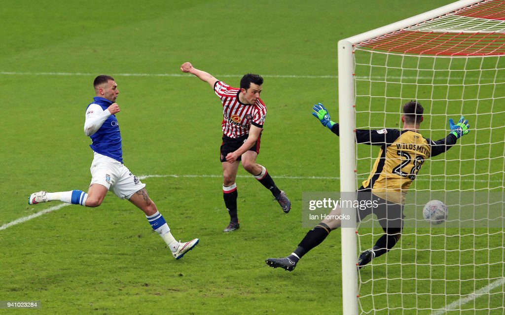 George Honeyman of Sunderland (C) scores his team's first goal during the Sky Bet Championship match between Sunderland AFC and Sheffield Wednesday FC at Stadium of Light on April 2, 2018 in Sunderland, England.