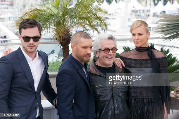 George Miller Charlize Theron Tom Hardy et Nicholas Hoult lors du photocall du film Mad Max Fury Road pendant le 68eme Festival du Film Annuel au...